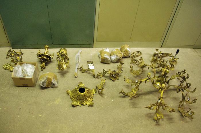 demontierter Kronleuchter Bronze