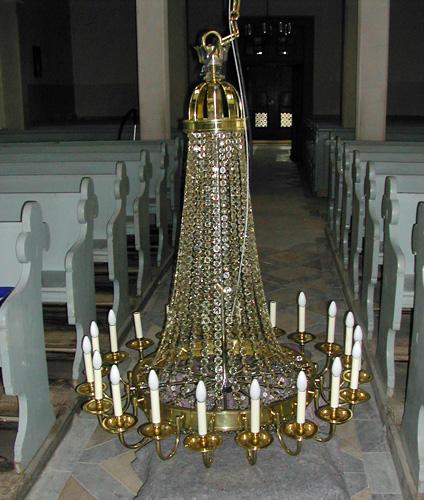 restaurierter Kirchenleuchter vor der Montage